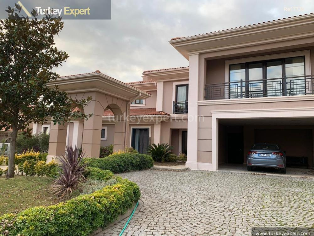 detached house with spacious private1
