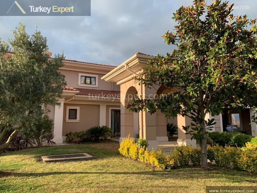 detached house with spacious private3
