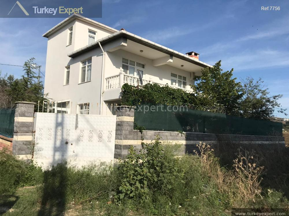 detached house with private garden10
