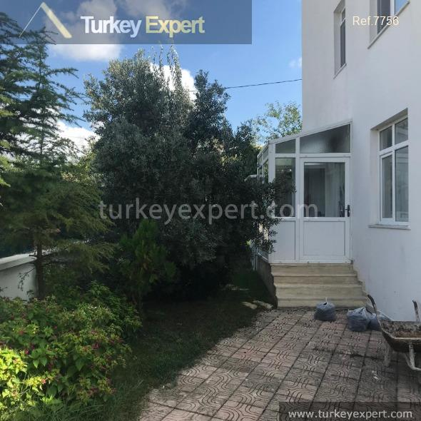 detached house with private garden4