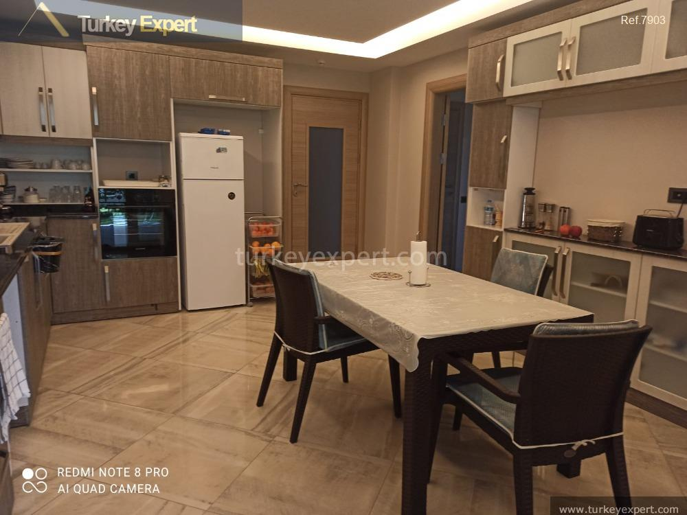 _fi_spacious apartment with private garden10